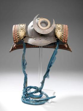Suit of samurai armour with kabuto (helmet) with crescent crest