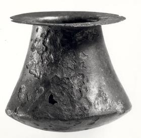 Carinated low-bellied jar